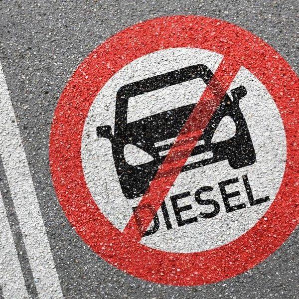 Reino Unido quiere prohibir los autos de gasolina en 2035