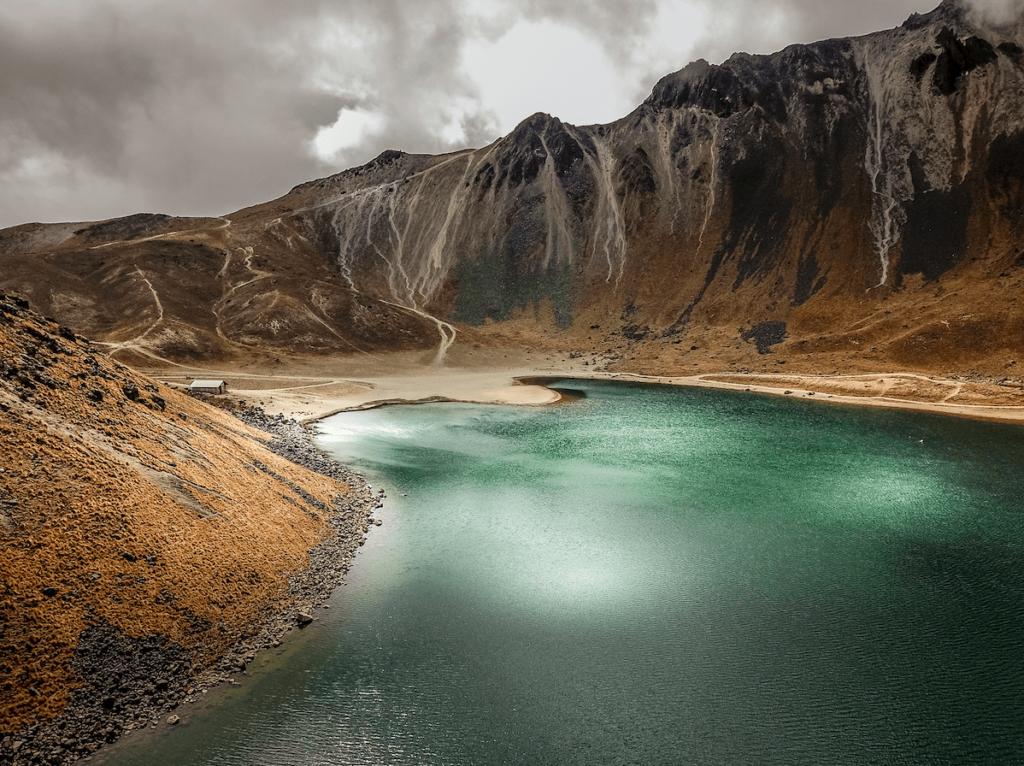 Lago dentro del cráter del Nevado de Toluca, Estado de México