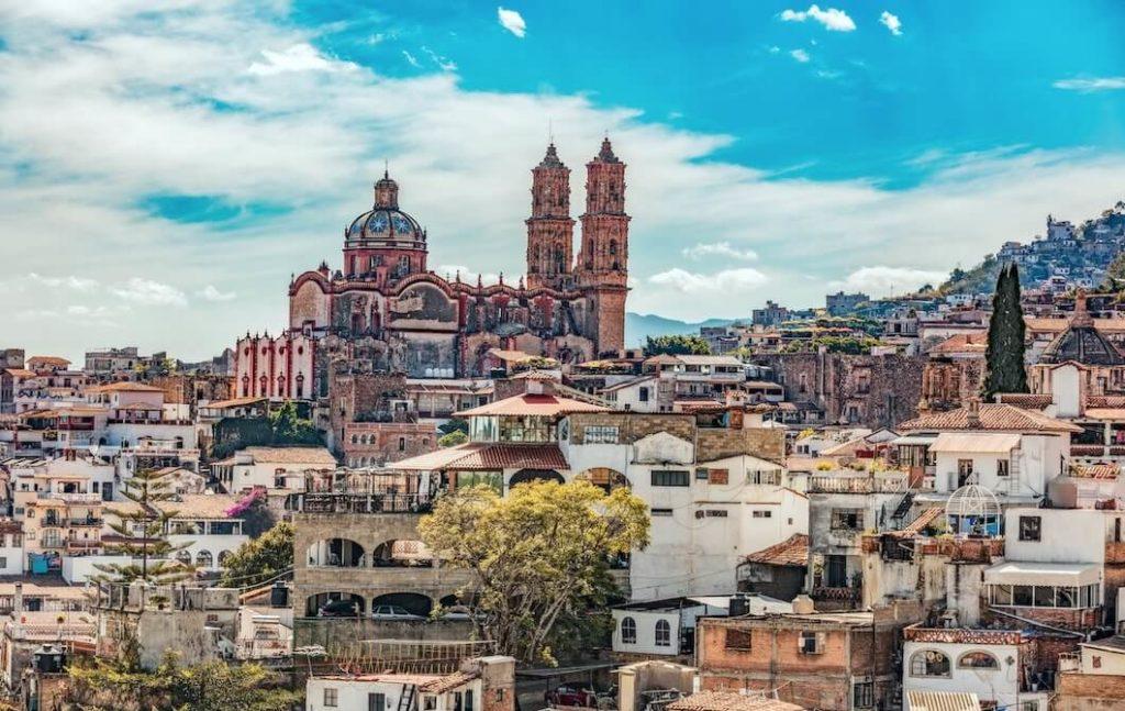 Vista panoramica de la catedral de Taxco, Guerrero