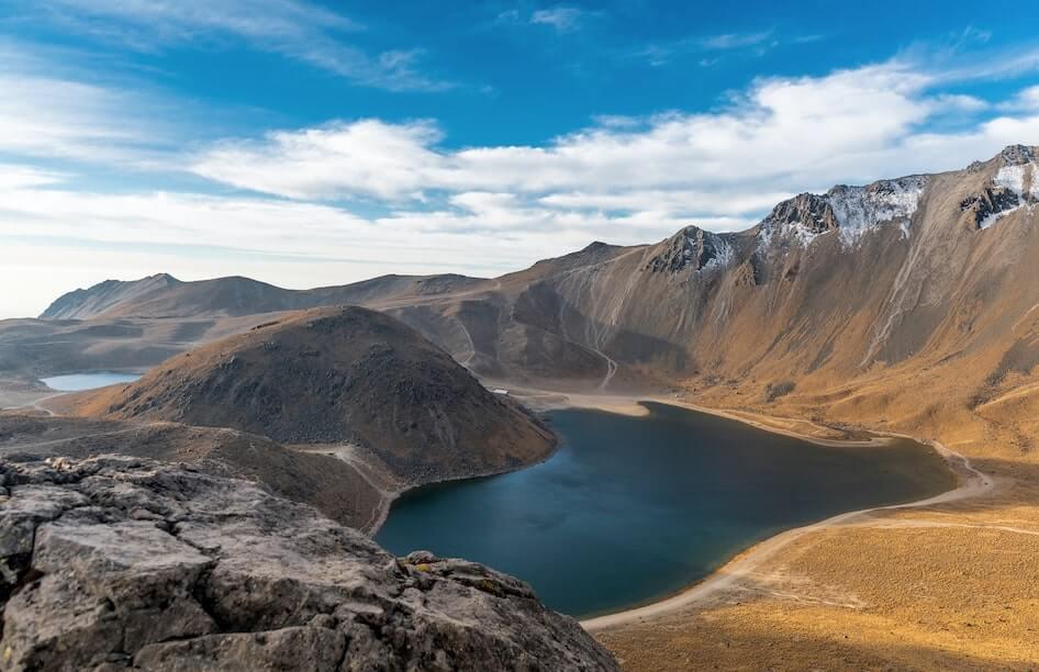Vista panoramica del lago en el Parque Nacional Nevado de Toluca