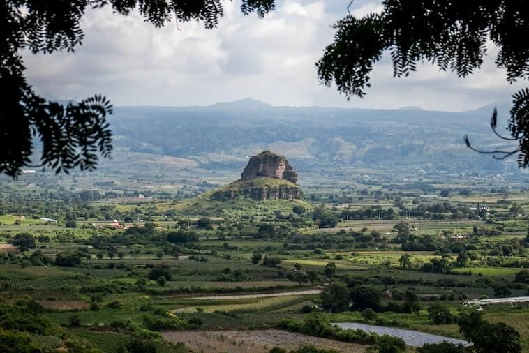 Vista de las montanas y valle de Tlayacapan, Morelos, un lugar cercano a CDMX
